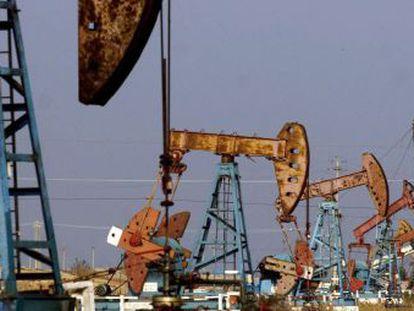 Campo de extração de petróleo.