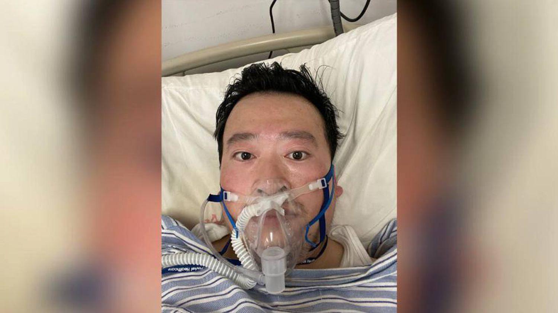 O oftalmologista Li Wenliang, morte pelo coronavírus de Wuhan.