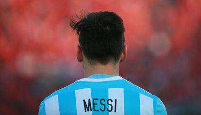 Messi, em um jogo da Copa América, em meados deste ano. Sua seleção exigiu 'jacuzzis'. Ele, guarda-costas e assistente pessoal.