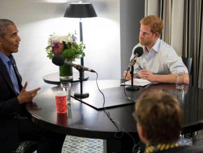 Barack Obama é entrevistado pelo príncipe Harry em um programa de rádio para a BBC.