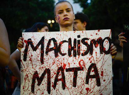 Mulheres fazem ato no Rio, em junho do ano passado.