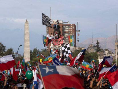 Milhares de manifestantes foram às ruas em Santiago do Chile nos últimos dias.