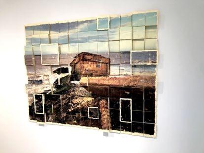 'Escavação Capilar - Pontal', instalação de Jeane Terra na vitrine da galeria Simone Cadinelli, no Rio de Janeiro.