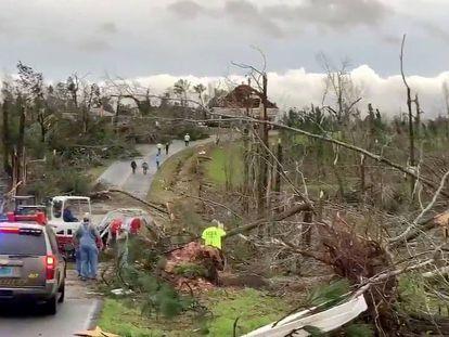 Efeitos do tornado em Beauregard (Albama).