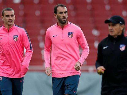 Griezmann e Godín treinam no Emirates Stadium para o jogo da semifinal.