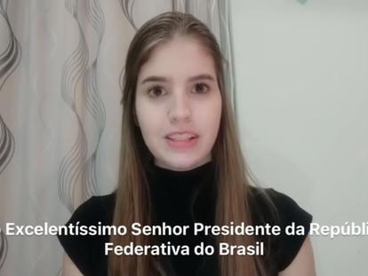 Reprodução de vídeo em que brasileiros pedem ao Governo Jair Bolsonaro que facilite sua retirada da área do coronavírus, na China.