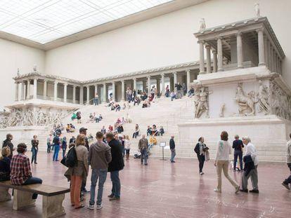 Visitantes do Museu de Pérgamo, em Berlim.