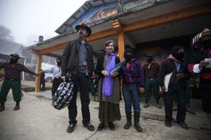 O escritor Juan Villoro e a filósofa Fernanda Navarro, em Oventic (Chiapas).