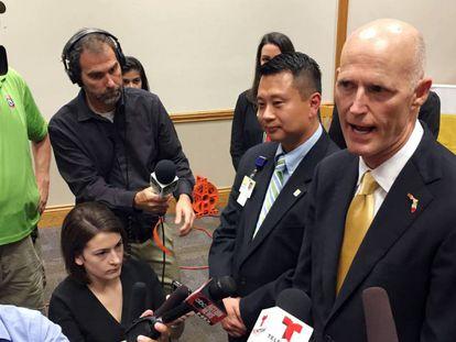 O governador da Florida, Rick Scott, em entrevista à imprensa.