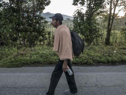 Duas famílias hondurenhas contam desde a partida e durante a caravana que segue em direção aos EUA os motivos da fuga e da crise imigratória que afeta a América Central e o México