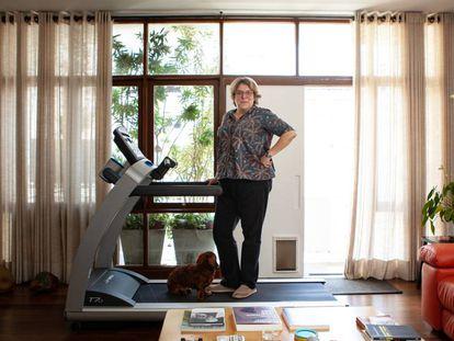 Barbara Gancia em seu apartamento em São Paulo.