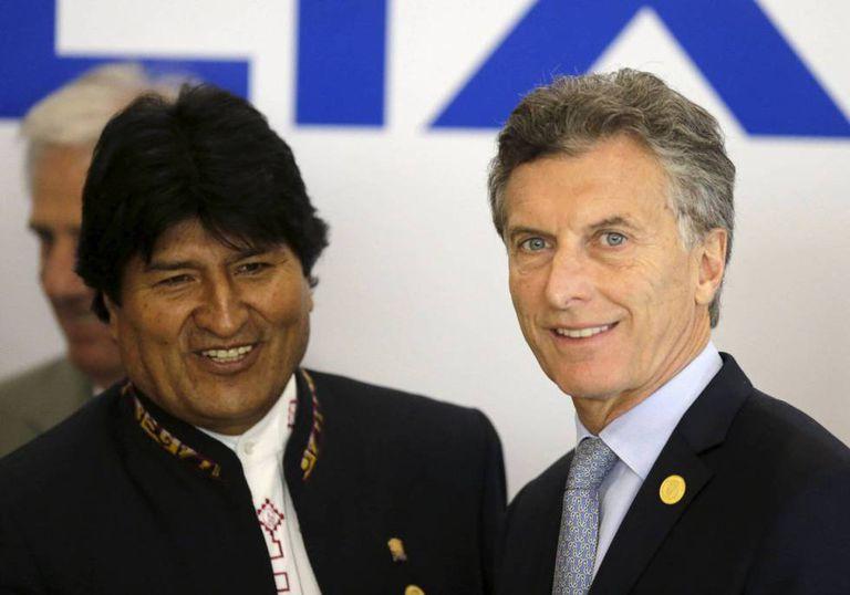 Os presidentes de Bolívia, Evo Morais, e da Argentina, Mauricio Macri.