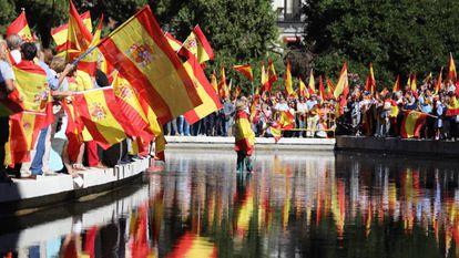 Manifestação a favor da Constituição na praça de Colón em Madri neste sábado.