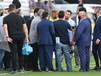 AMDEP9228. SAO PAULO (BRASIL), 05/09/2021.- Neymar (c-i) de Brasil y Lionel Messi (c-d) de Argentina hablan con funcionarios de salud brasileños hoy, en un partido de las eliminatorias sudamericanas para el Mundial de Catar 2022 entre las Brasi y Argentina en el estadio Arena de Sao Paulo en Sao Paulo (Brasil). EFE/Sebastiao Moreira