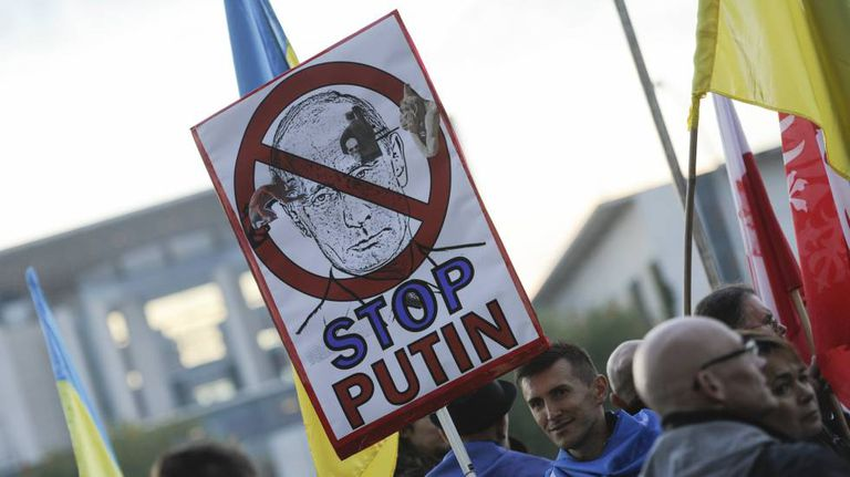 Manifestantes protestam contra Putin