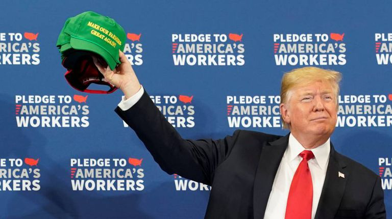 O presidente Donald Trump num evento em Iowa.