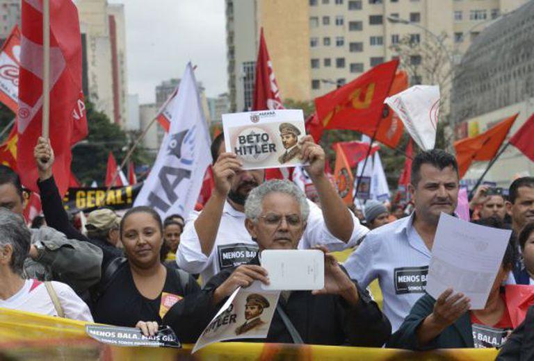 Protesto contra o Governo do PR nesta terça.
