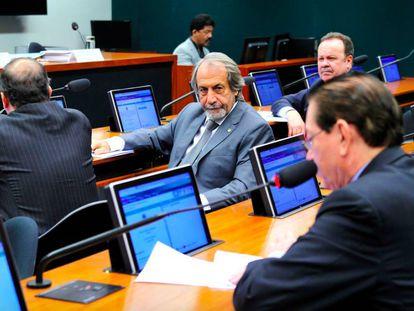 Carlos Eduardo Cadoca (centro) na Comissão de Turismo.