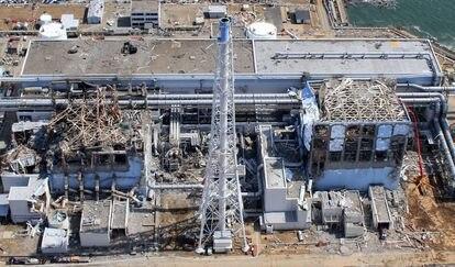 Imagem aérea da usina de Fukushima Daiichi em 24 de março de 2011, um mês depois do tsunami.