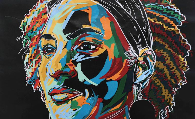 Ilustração de Marielle Franco feita por Bruno Debize em muro do Rio de Janeiro.