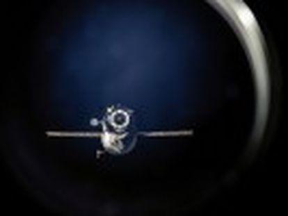 Astronautas da Estação Espacial Internacional fotografaram o cargueiro 'Progress-59', que continua girando fora de controle
