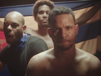 Fotograma do videoclipe 'Patria y Vida'.