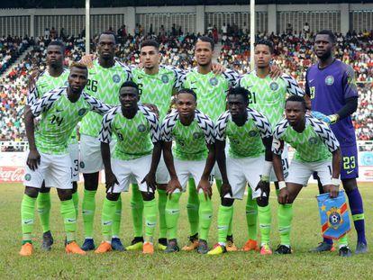 A equipe da Nigéria com a camisa que é furor de vendas.