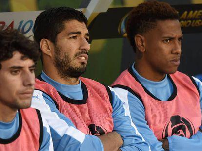 Suárez (no meio) não jogou.