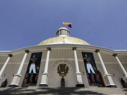Fachada da Assembleia Nacional, em Caracas.