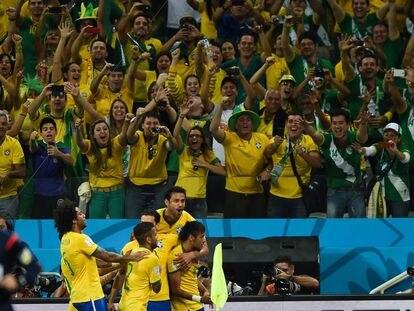 Comemoração de gol no segundo tempo da partida Brasil e Croácia, na Arena Corinthians, que marcou a abertura da Copa do Mundo de 2014.