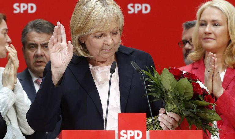 A candidata do SPD na Renânia do Norte-Vestfália, Hannelore Kraft, anunciou sua renúncia após os péssimos resultados obtidos nas eleições regionais.