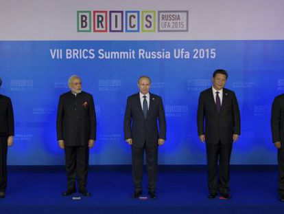 Dilma Rousseff, Narendra Modi, Vladimir Putin, Xi Jinping e Jacob Zuma na quinta-feira em Ufá, na cúpula dos BRICS.