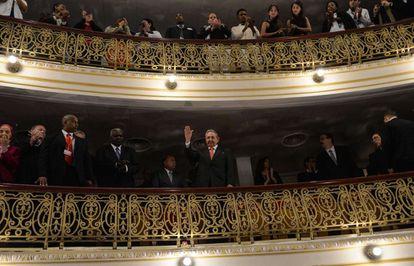 O presidente Raúl Castro presenció o discurso desde um dos palcos.