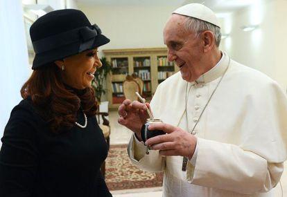 A presidenta argentina Cristina Kirchner, e o Papa, em março de 2013