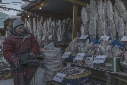 Um posto do mercado local de Oymyakon.