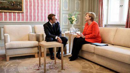 Emmanuel Macron e Angela Merkel, em junho de 2018 em Meseberg (Alemanha).