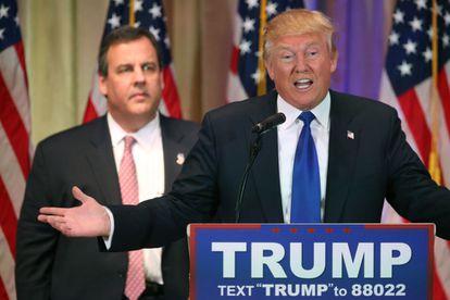 Donald Trump discursa na companhia do governador de Nova Jersey, Chris Christie.