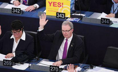 Axel Voss vota a favor da reforma do 'copyright', da que foi o principal impulsionador, hoje em Estrasburgo.