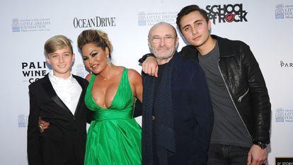 Matthew Collins, Orianne Cevey, Phil Collins e Nicholas Collins em 2018, numa de suas últimas imagens públicas.