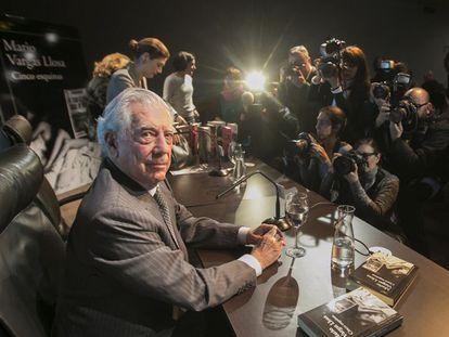 Mario Vargas Llosa durante a apresentação de 'Cinco Esquinas'.