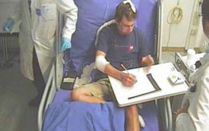 O paciente tenta resolver um sudoku enquanto tem seu cérebro examinado.