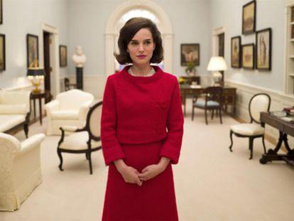 Natalie Portamn interpreta Jackie Kennedy no filme <i>Jackie</i>.