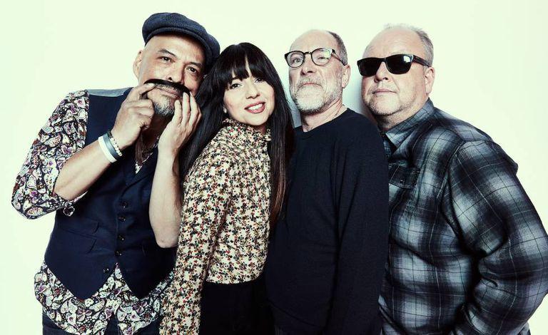 Os membros de Pixies em uma imagem promocional.