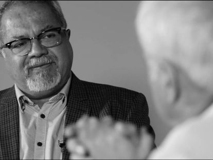 Tulio Hernández conversa com Juan Cruz.