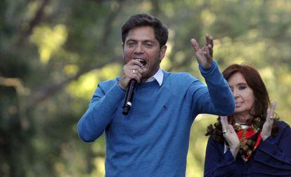 Axel Kicillof e a ex-presidenta Cristina Fernández de Kirchner participam de um comício em La Plata, na reta final da campanha.