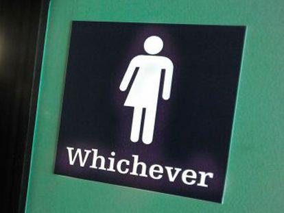 O Governo do democrata divulga uma norma que visa a garantir os direitos civis das pessoas trans nas escolas