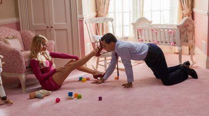 Margot Robbie e Leonardo DiCaprio, em cena de 'O lobo de Wall Street'.