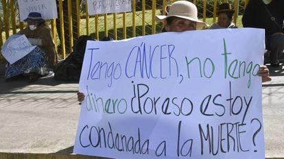 Pessoas com câncer se manifestam por melhores tratamentos em La Paz (Bolívia)