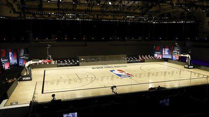 O vazio HP Field House, onde Houston Rockets e Oklahoma City Thunder se enfrentariam nesta quarta-feira.