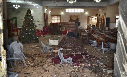 Interior da igreja atacada.